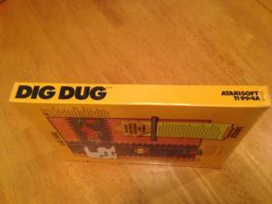 Dig Dug™, Packaging Left Side Atarisoft RX 8509, TI-99/4A © 1983 Atari, Inc.